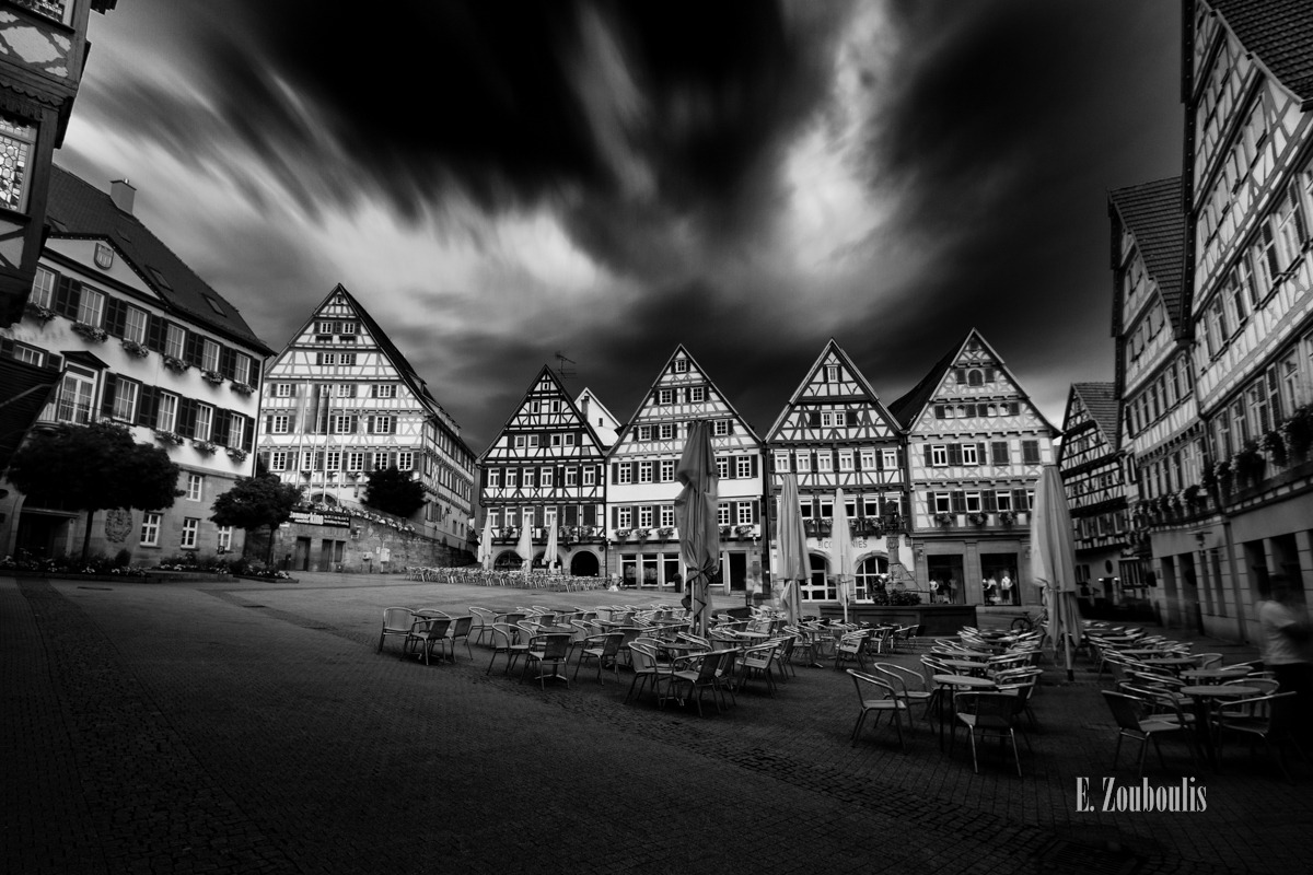 Architecture, Architektur, Black And White, Cloud Movement, Clouds, Darkness, Deutschland, Dunkel, Dunkelheit, Düster, EZ00003, Fachwerkhaus, Fachwerkhäuser, Fine Art, FineArt, Germany, Herrenberg, Langzeitbelichtung, Long Exposure, Marktplatz, Monochrom, Monochrome, Movement, Pflasterstein, Schwarzweiss, The Darkness Beyond, Vergänglich, Wolken, Zouboulis, zouboulis photography