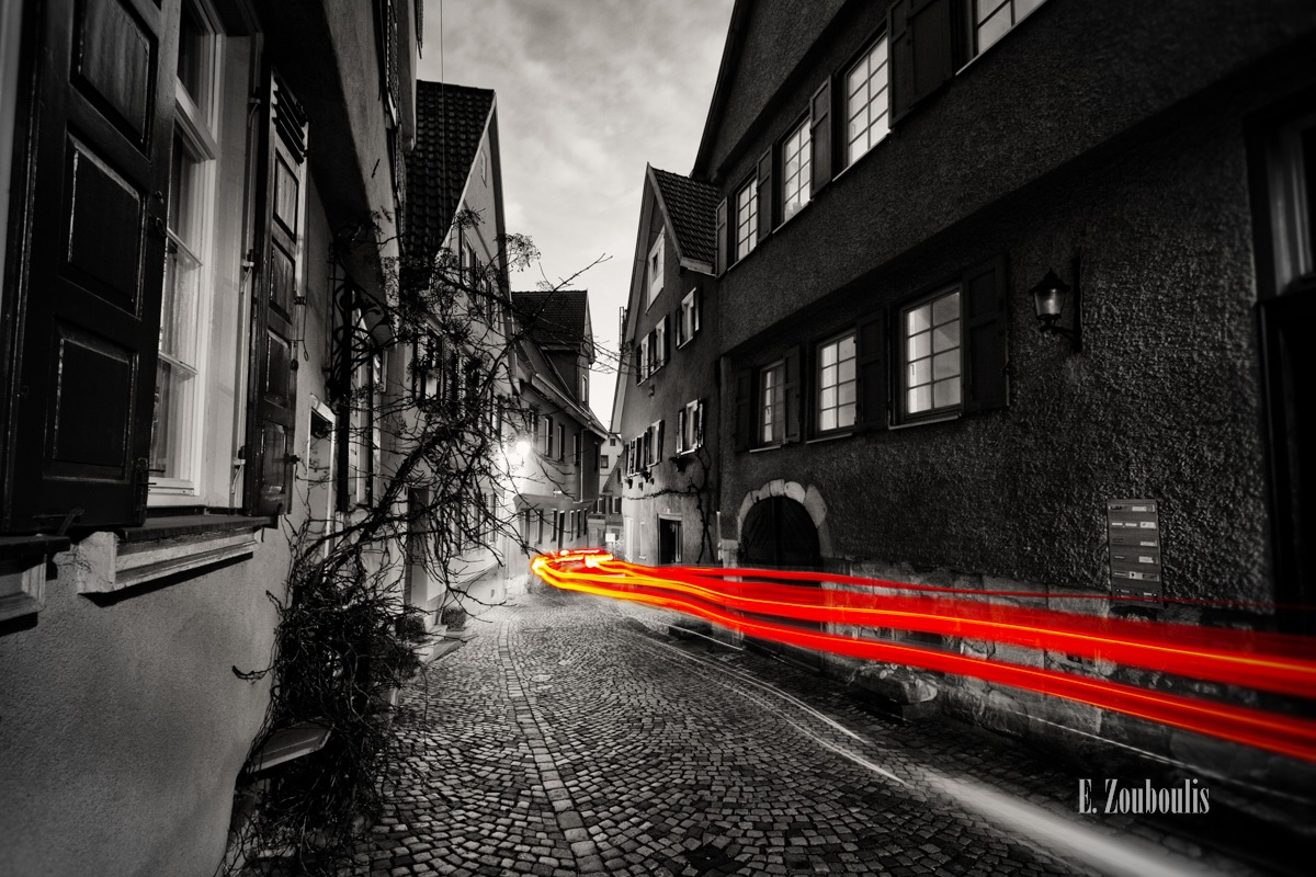 Altstadt, Architecture, Architektur, At The Speed Of Light, Baden-Württemberg, Beutau, Chromakey, Colorkey, Dark, Deutschland, Dunkel, EZ00007, Esslingen, Fachwerkhaus, Fine Art, FineArt, Germany, Langzeitbelichtung, Light Trails, Long Exposure, Nacht, Night, Obere Beutau, Rot, Speed, Traffic, Trails, Zouboulis, gasse, mittelalterlich, red, zouboulis photography