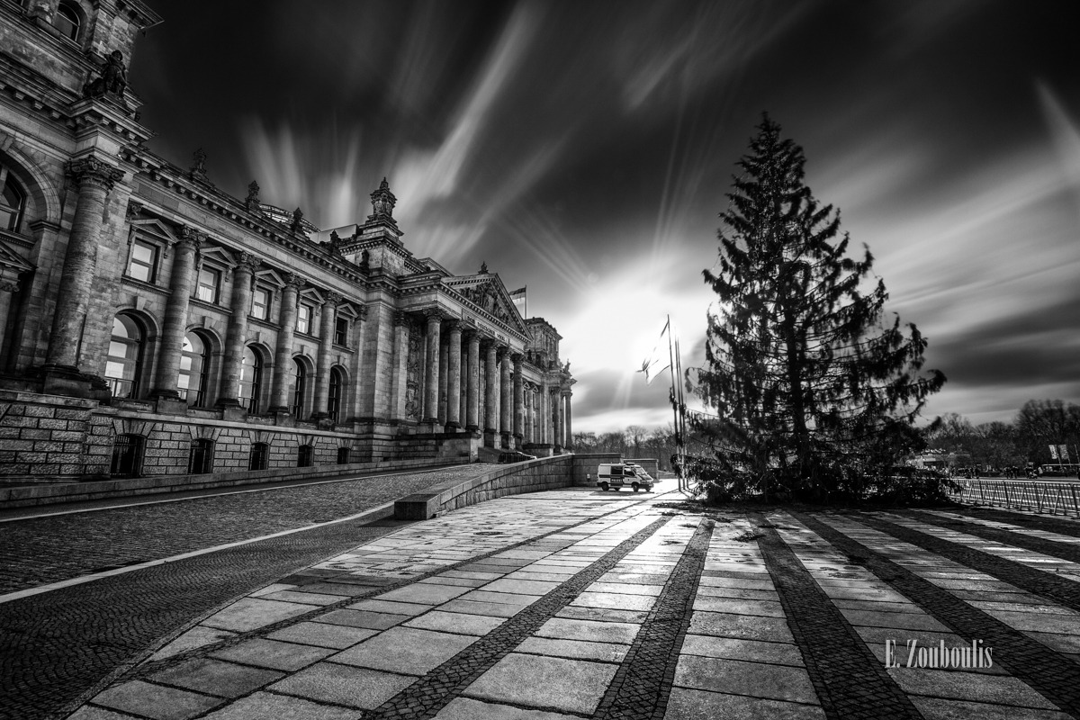 Architecture, Architektur, Berlin, Black And White, Bundestag, Cloud Movement, Clouds, Deutschland, EZ00062, Fine Art, FineArt, Germany, Langzeitbelichtung, Long Exposure, Monochrom, Monochrome, Politics, Politik, Reichstag, Schwarzweiss, Tag, Winds of Berlin, Wolken, Zouboulis, day, wolkenbewegung, zouboulis photography