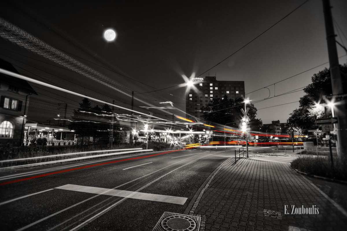 At The Speed Of Light, Bus, Chromakey, Colorkey, Deutschland, Dunkel, EZ00241, Fine Art, FineArt, Full Moon, Gelb, Germany, Hotel, Langzeitbelichtung, Licht, Light Trails, Long Exposure, Mond, Moon, Nacht, Night, Rot, SSB, Speed, Stuttgart, Traffic, Trails, Vaihingen, Vollmond, Yellow, Zouboulis, pullman, red, vvs, zouboulis photography