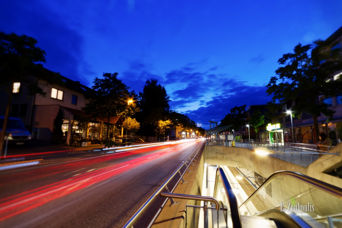 Blau, Blaue Stunde, Blue Hour, City, Deutschland, Dunkel, Dämmerung, EZ00327, Fine Art, FineArt, Germany, Geschwindigkeit, Langzeitbelichtung, Licht, Light Trails, Long Exposure, Sillenbuch, Speed, Strasse, Street, Stuttgart, Traffic, Trails, Velocity, Zouboulis, dawn, dusk, light trail, urban dreams, zouboulis photography