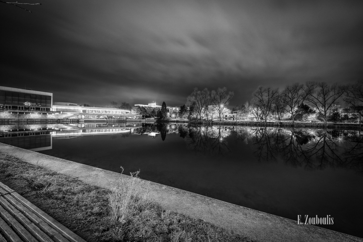 Baden-Württemberg, Baum, Black And White, Bäume, Böblingen, Cloud Movement, Clouds, Deutschland, Dunkel, EZ00392, Fine Art, FineArt, Germany, Himmel, Kongress, Kongresshalle, Langzeitbelichtung, Licht, Long Exposure, Monochrom, Monochrome, Moody, Nacht, Night, Reflexion, Schwarzweiss, See, Stimmungsvoll, Tree, Trees, Wolken, Zouboulis, neuberths, reflection, spiegelung, stimmung, unterer see, wolkenbewegung, zouboulis photography