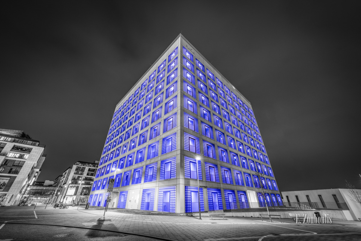 Architecture, Architektur, Blau, Blue, Building, Chromakey, City, Colorkey, Cube, Deutschland, Dunkel, EZ00443, Fassad, Fassade, Fine Art, FineArt, Germany, Kubus, Langzeitbelichtung, Licht, Long Exposure, Nacht, Night, Stuttgart, Zouboulis, bibliothek, cubus, gebäude, kopenhagener str, library, mailänder platz, stadtbibliothek, würfel, zouboulis photography