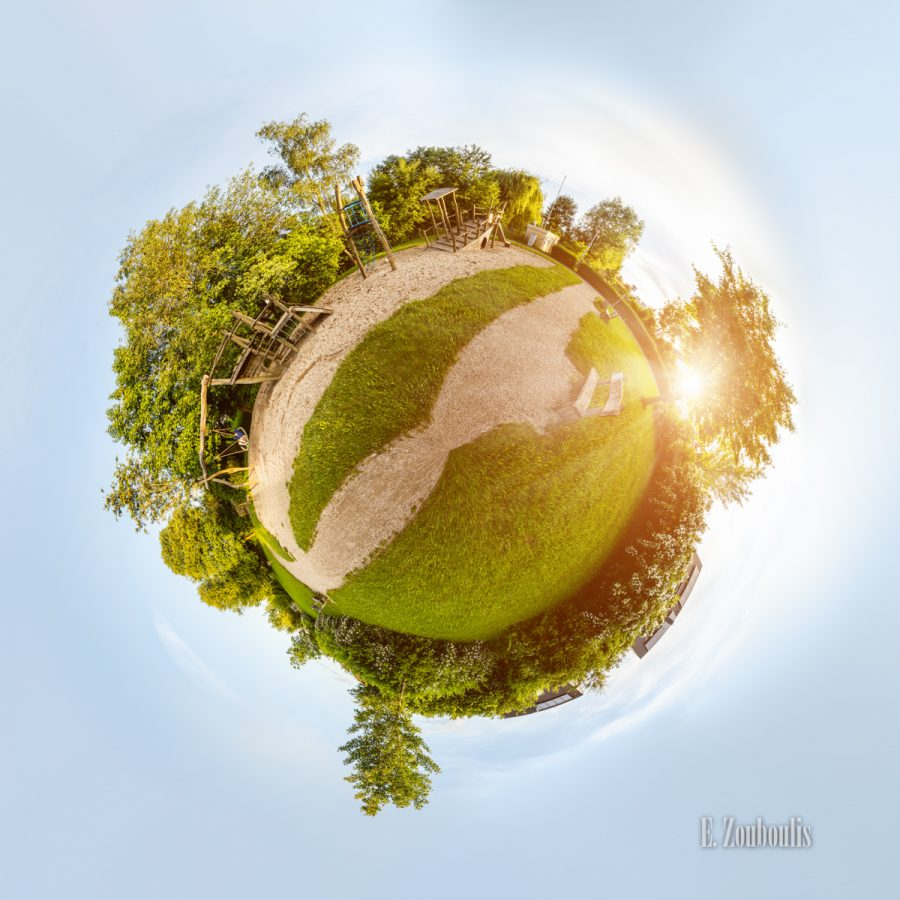 360, 71116, Baden-Württemberg, Ball, Bäume, Cloud Movement, Clouds, Deutschland, EZ00490, Fine Art, FineArt, Germany, Goldene Stunde, Gärtringen, Hell, Himmel, Kinderparadies, Kugel, Licht, Panorama, Planet, Playground, Rasen, Sand, Sandgrube, Sandkasten, Schiff, Ship, Sky, Skyline, Sommer, Sommerlich, Sonne, Sonnenuntergang, Spielplatz, Trees, Welt, Wolken, Zouboulis, globe, gras, grass, sphere, sphäre, wolkenbewegung, world, zouboulis photography