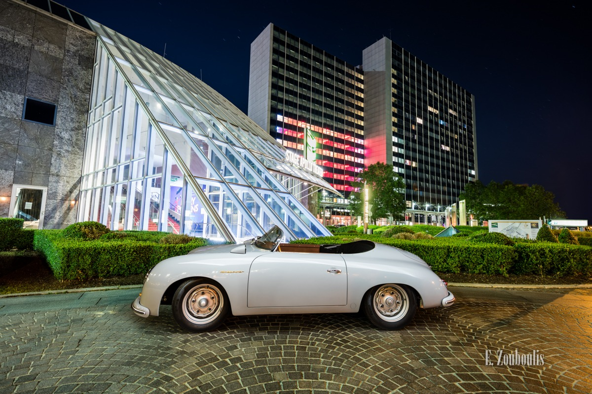 Ein grauer Porsche 356 Speedster vor dem Stage Apollo Theater am SI Centrum in Stuttgart-Möhringen
