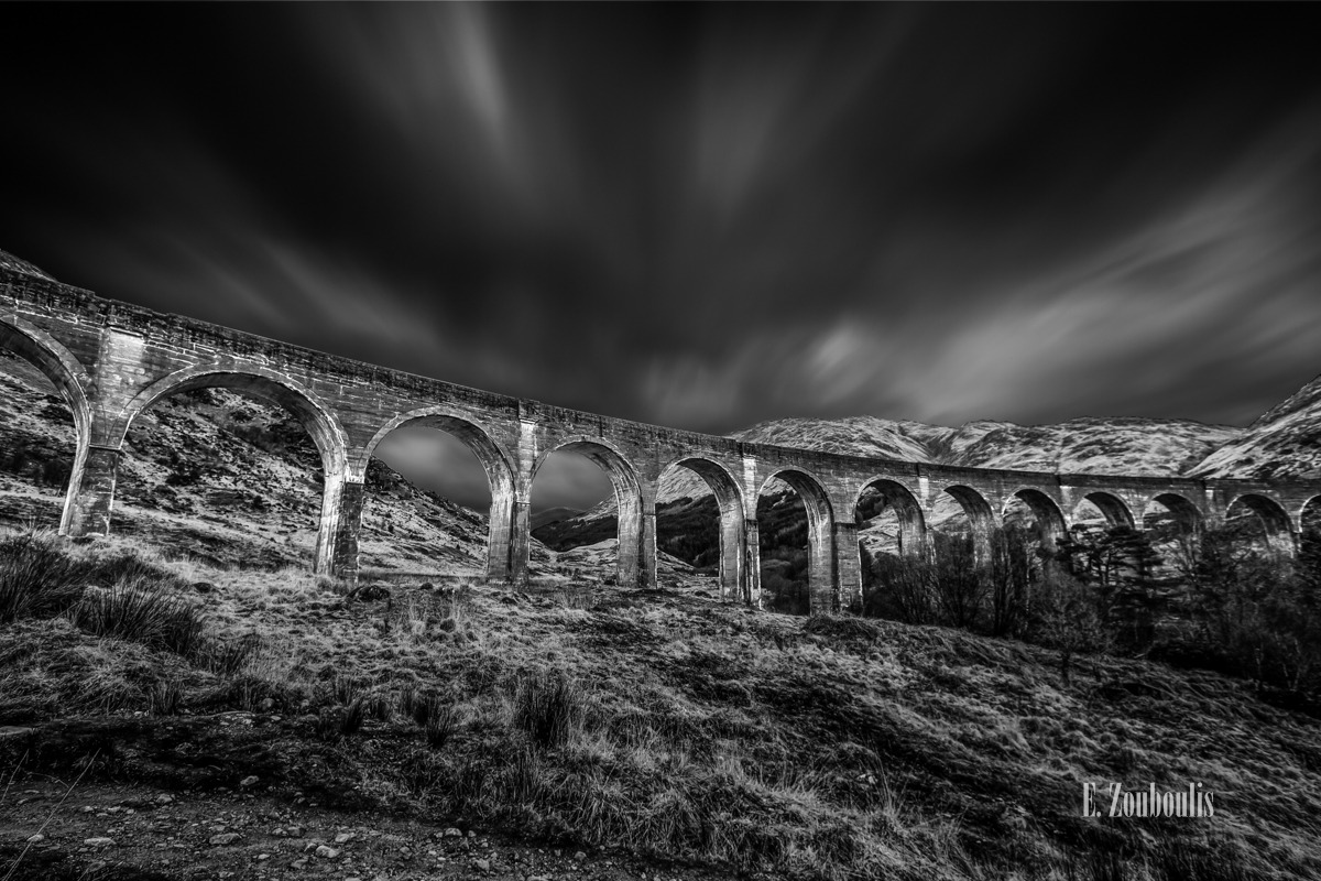 Architecture, Architektur, Berge, Black And White, Bridge, Britain, Brücke, Dunkel, EZ00744, Fine Art, FineArt, Great Britain, Langzeitbelichtung, Licht, Long Exposure, Monochrom, Schottland, Schwarzweiss, Scotland, Steinbrücke, Stones, UK, United Kingdom, Zouboulis, arc, arch, glenfinnan, glenfinnan viadukt, harry potter, highlands, mediaval, mittelalter, mountains, viaduct, zouboulis photography, zouboulis photography. monochrome