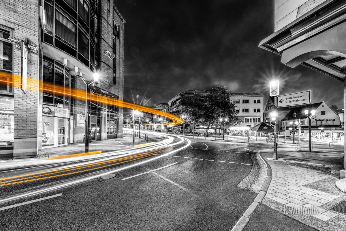 At The Speed Of Light, Bus, Chromakey, Colorkey, Deutschland, Dunkel, EZ00782, Fine Art, FineArt, Gelb, Germany, Langzeitbelichtung, Licht, Lichtschweif, Light Trails, Long Exposure, Nacht, Night, SSB, SSBAG, Speed, Stuttgart, Traffic, Trails, Yellow, Zouboulis, feuerbach, zouboulis photography