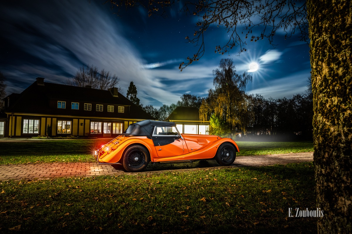 Baden-Württemberg, Deutschland, Dunkel, EZ00807, Fine Art, FineArt, Germany, Gärtringen, Langzeitbelichtung, Licht, Long Exposure, Morgan, Nacht, Night, Orange, Roadster, Schwalbenhof, Villa, Villa Schwalbenhof, Zouboulis, automobil, british, classic car, urban, zouboulis photography
