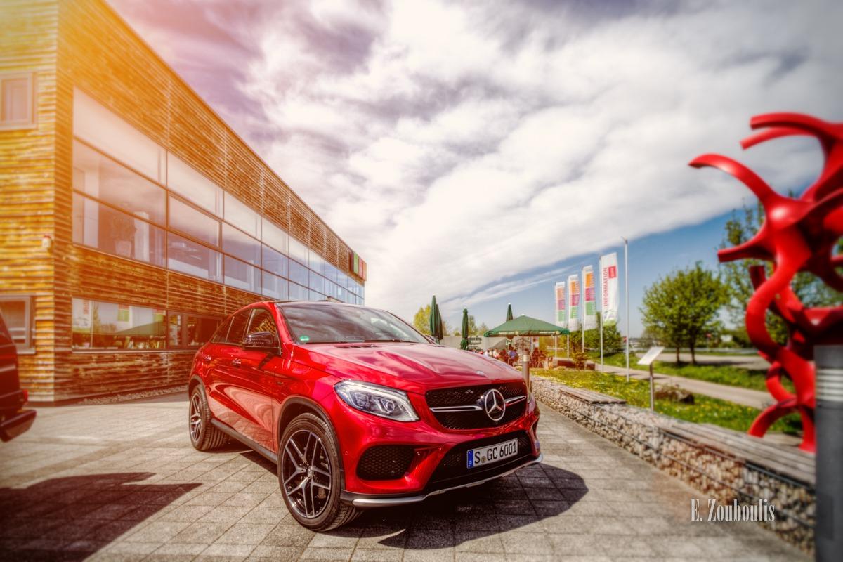 Der Mercedes-Benz GLE Coupe vor dem UNIMOG Museum in Gaggenau