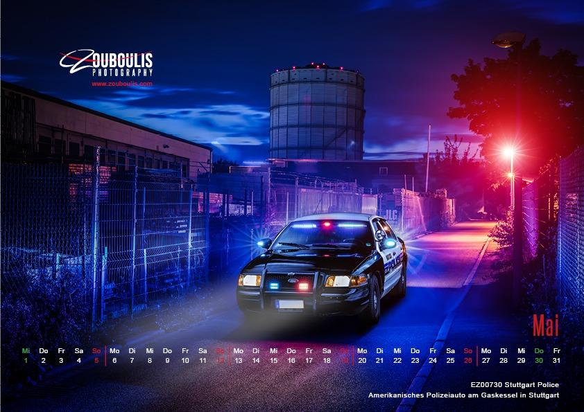 Beispiel eines Kalenderblattes für ein Automobilkalender. Polizeiauto nachts am Gaskessel in Stuttgart.