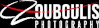 Zouboulis Photography Logo in Weiß mit roter Linie groß