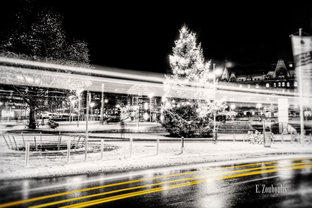 At The Speed Of Light, Bus, Christmas, Chromakey, Colorkey, Deutschland, Dezember, EZ00193, Fine Art, FineArt, Gelb, Germany, Heslach, Langzeitbelichtung, Light Trails, Long Exposure, Marienplatz, Nacht, Night, SSB, SSBAG, Speed, Stuttgart, Stuttgart Süd, Traffic, Trails, Tree, Weihnachten, Yellow, Zacke, Zahnradbahn, Zouboulis, zouboulis photography