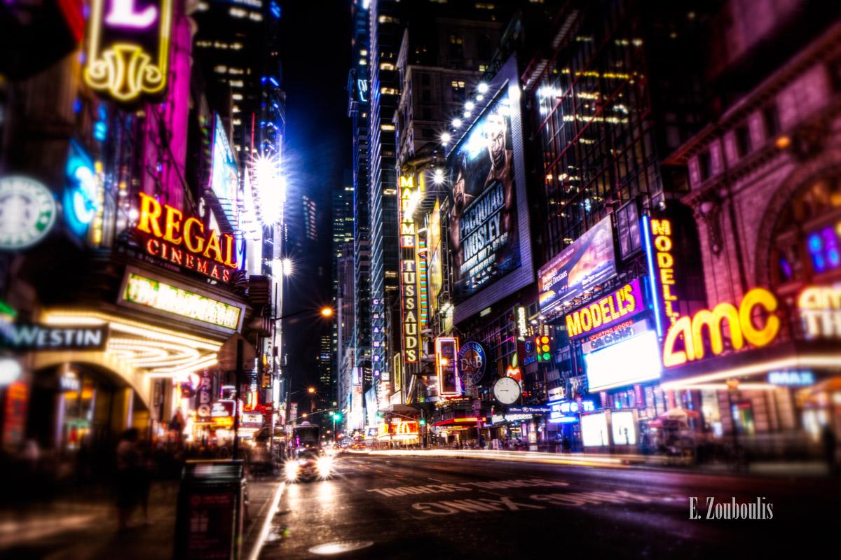 Auto, Big Apple, Broadway, City, Dunkel, EZ00257, Fine Art, FineArt, Licht, Light Trails, Manhattan, NY, NYC, Nacht, New York, New York City, Night, Sparkling, Speed, Street, Traffic, Trails, USA, United States of America, Zouboulis, cityscape, empire, lights, madame tussauds, regal, urban, zouboulis photography