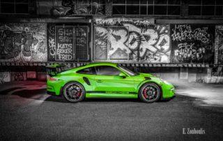 Grüner Porsche GT3 RS vor einer Graffiti Wand