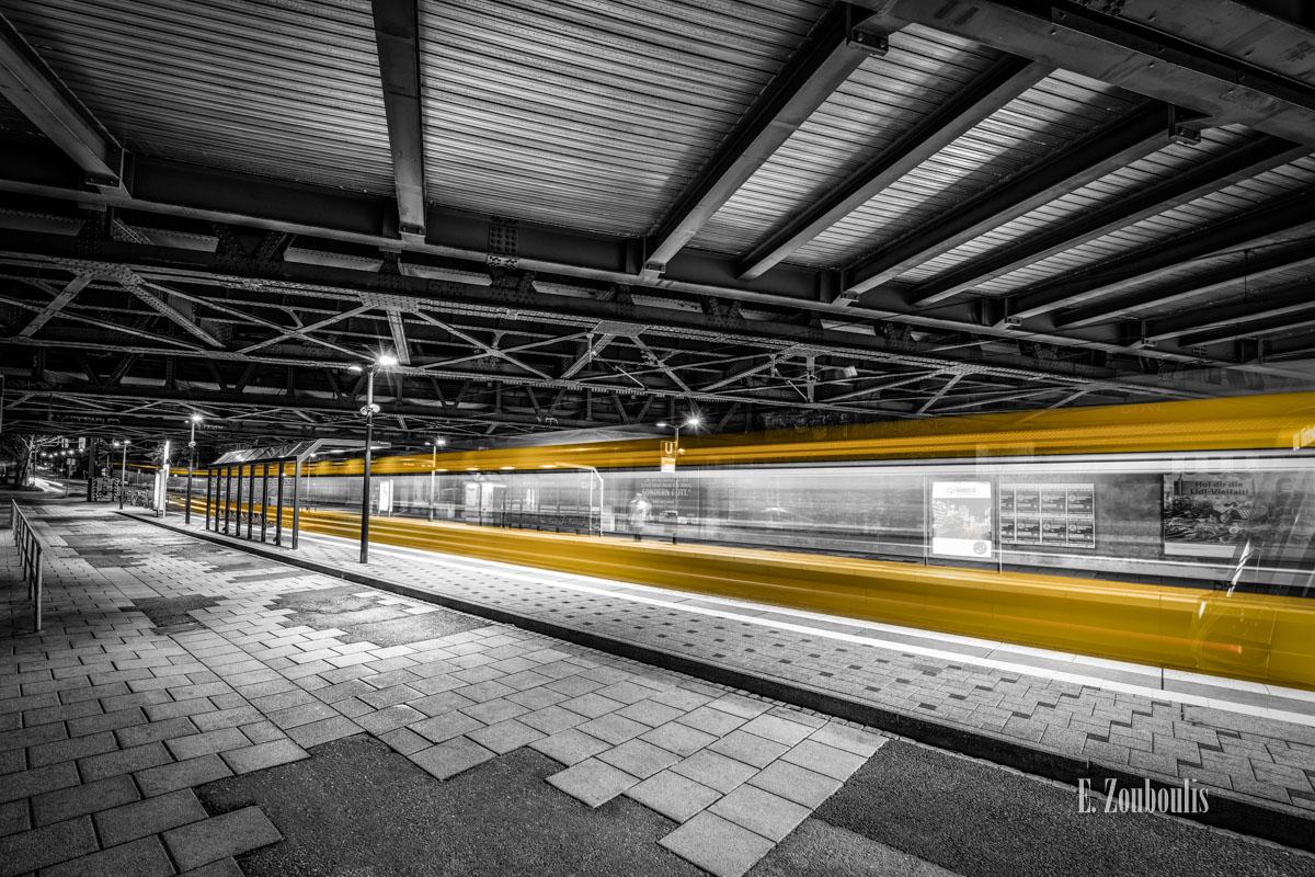 At The Speed Of Light, Bahn, Bridge, Brücke, Chromakey, Colorkey, Deutschland, Dunkel, EZ00765, Fine Art, FineArt, Gelb, Germany, Langzeitbelichtung, Licht, Lichtschweif, Light Trails, Long Exposure, Nacht, Night, Nordbahnhof, SSB, SSBAG, Speed, Stadtbahn, Strassenbahn, Stuttgart, Traffic, Trails, Tram, Velocity, Yellow, Zouboulis, futuristic, futuristisch, löwentor, naturkundemuseum, zouboulis photography