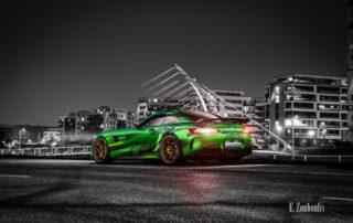 Fotografie eines Sievers Performance AMG GTR Green Tiger in grün. Im Hintergrund ist die Brücke am Flugfeld Böblingen zu sehen
