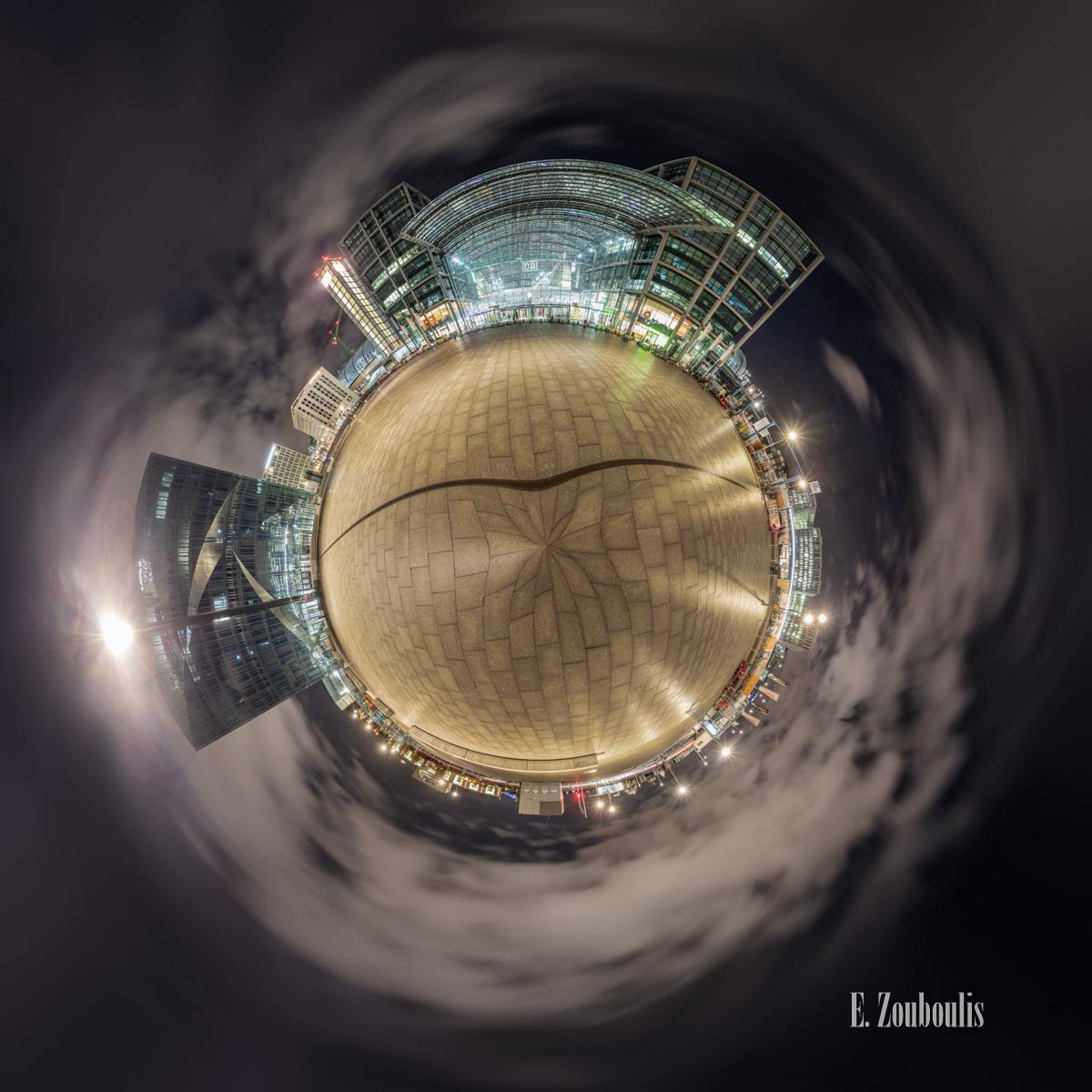 Planet Berlin Hauptbahnhof - Der Berliner Hauptbahnhof als kleiner Planet