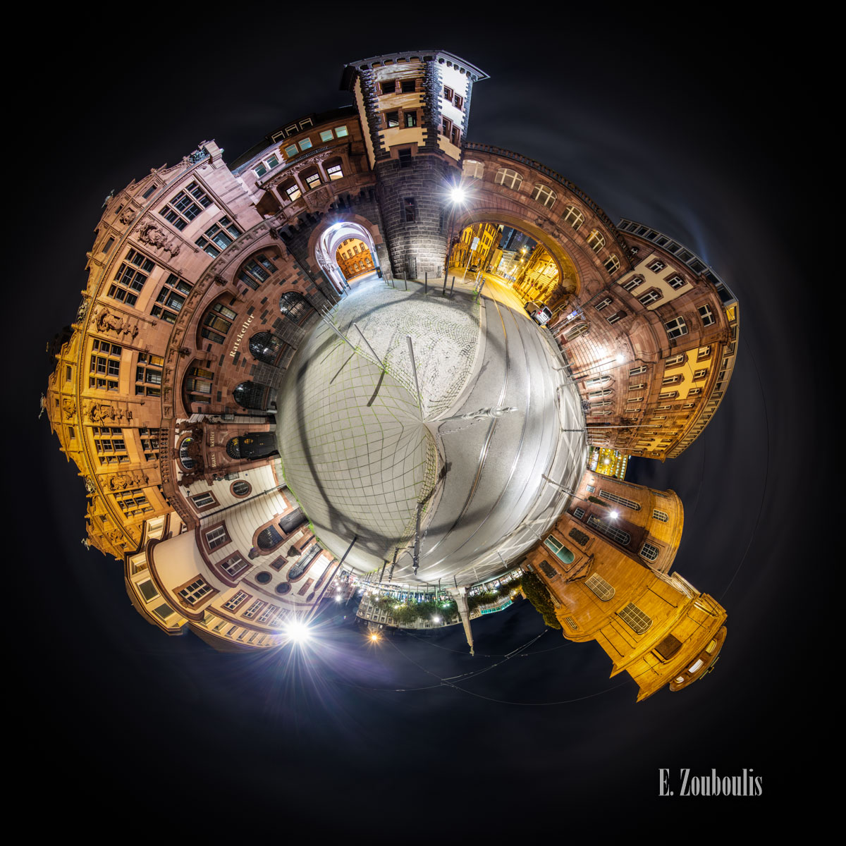 Planet Frankfurt Paulsplatz - Kleiner Planet vom Römer (Paulsplatz) in Frankfurt mit Blick auf die Paulskirche und den Ratskeller bei Nacht